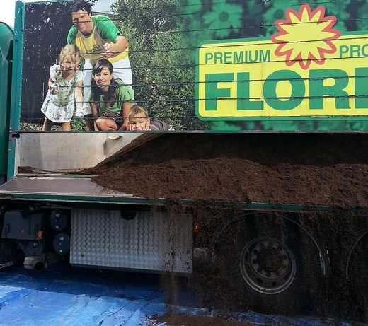 Na velké plochy použijte bezplevelný trávníkový substrát volně ložený